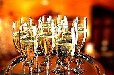 massage-therapist-zug-2011-beleza-celebration-champagne-cheers-favim.com-133700.jpg