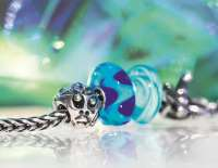 great-discounts-all-our-products-2015-spring-close-up-blue-2_200.jpg