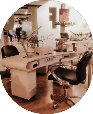 nails-kali-now-seefeld-manicure-table.jpg
