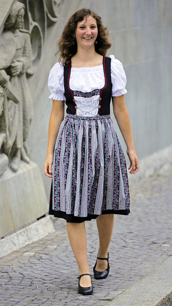 Swiss traditional wear (Heidi dress) - English Forum ...