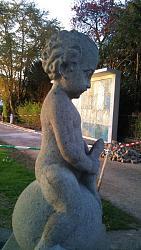 phallus-carving-front-garden-maennedorfstatueresized.jpg