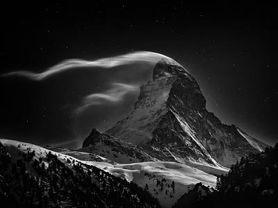 post-your-photos-switzerland-matterhorn-full-moon.jpg