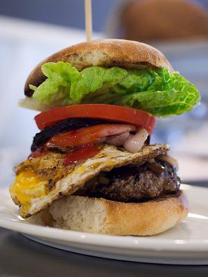 where-can-i-get-good-burger-basel-milk-bar-burger.jpg