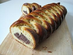post-photos-what-you-cook-bake-switzerland-braided-red-bean-bread.jpg
