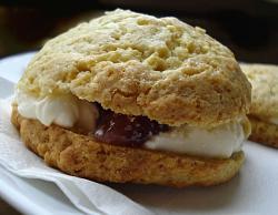 post-photos-what-you-cook-bake-switzerland-cream-scone.jpg