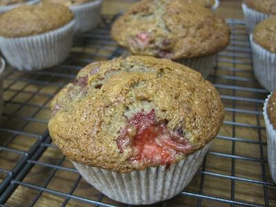 post-photos-what-you-cook-bake-switzerland-2012-12-01-berry-smash-muffins-strawberry-muffins-.jpg.jpg