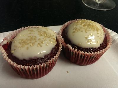 post-photos-what-you-cook-bake-switzerland-2014-04-05-red-velvet-cupcakes-cream-cheese-frosting.jpg