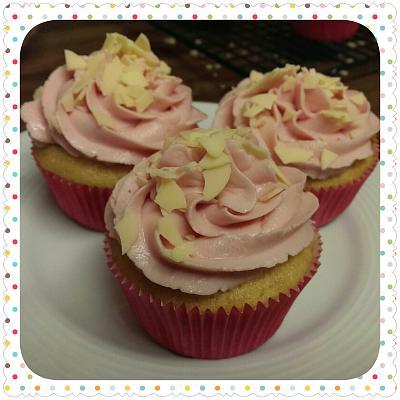 post-photos-what-you-cook-bake-switzerland-2014-04-08-raspberry-vanilla-white-chocolate-cupcakes.jpg