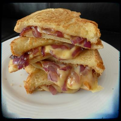 post-photos-what-you-cook-bake-switzerland-2014-04-12-sweet-spicy-caramelized-onion-bbq-grilled-cheese.jpg BBQ Grilled Cheese.jpg Views:93 Size:38.0 KB ID:79844