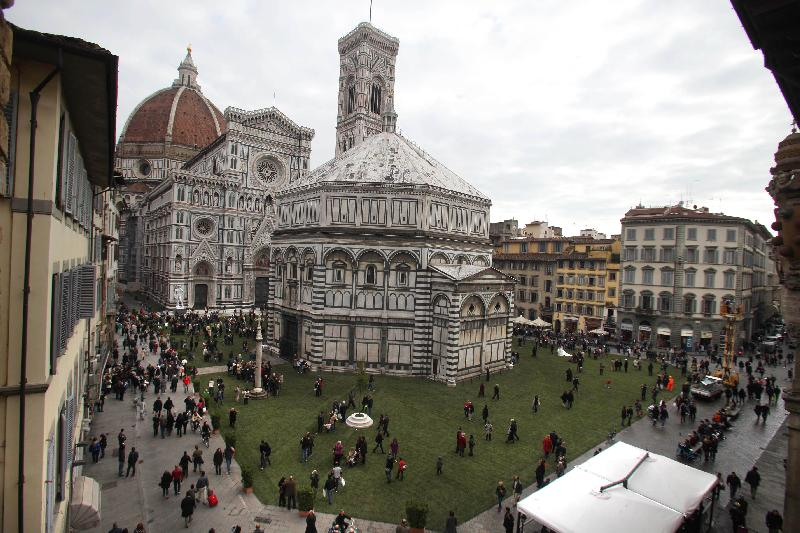 Mcdonald 39 s sues the city of florence english forum for Piazza duomo prato