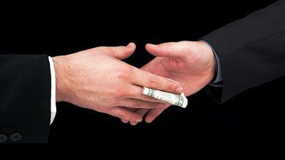 dismayed-american-wondering-how-process-embarrassing-actions-potus-bribe.jpg