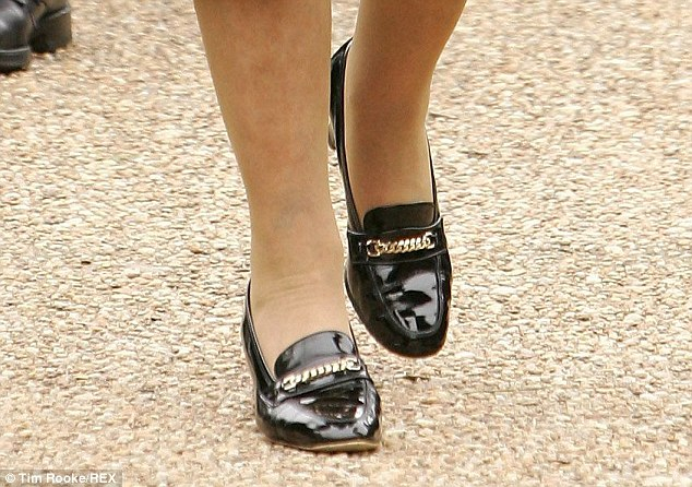 Name:  queen_shoes.jpg