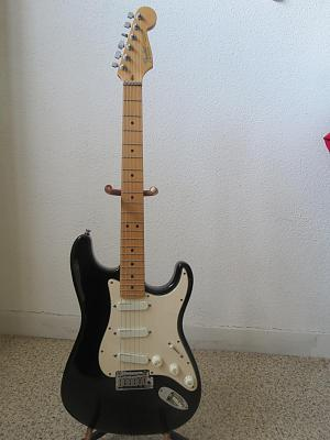 fender-stratocaster-guitar-plus-deluxe-black-made-usa-1994-wiafaf2.jpg