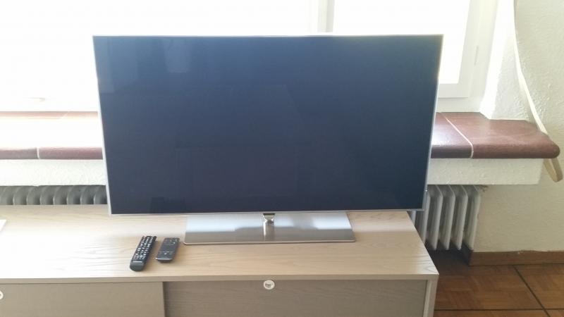 46'' Samsung Smart LED TV / Vitamix Mix For Sale-Horgen - English