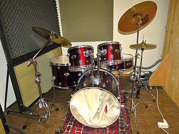 drum kit acoustic ddrum d2 beginner 5 piece drum set with extra sabian pro cymbals english. Black Bedroom Furniture Sets. Home Design Ideas