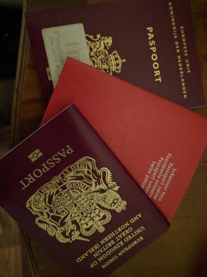 ch-uk-passport-both-pp.jpg
