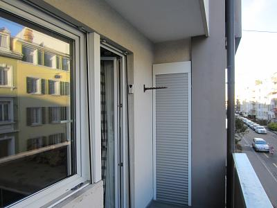 2-room-apartment-basel-5-minutes-bahnhof-sbb-balcony-two-entrance.jpg