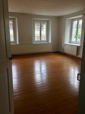 5-room-125m2-apartment-100m2-garden-rent-8424-embrach-zimmer-3.jpg