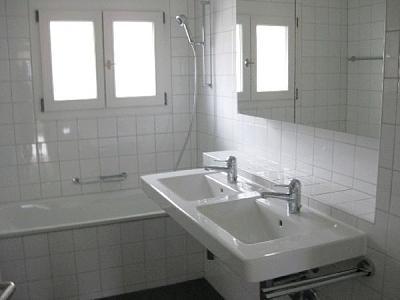 zurich-kreis-7-modern-bright-centrally-located-flat-4-rooms-100-qm-gr.-bad.jpg