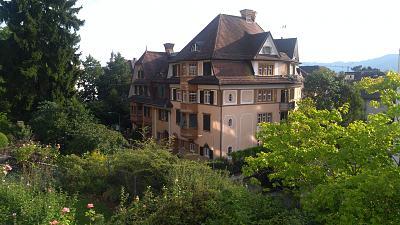 zurich-kreis-7-modern-bright-centrally-located-flat-4-rooms-100-qm-aussicht-im-sommer.jpg