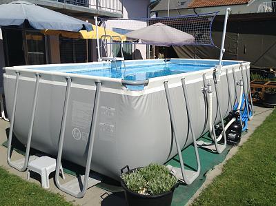 help-swimming-pool-leak-bf4cb7c0-4b98-4388-a2e8-24b39b50e49d.jpg