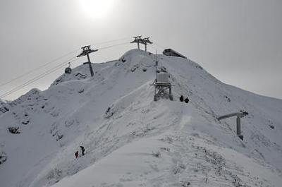 off-piste-avalanche-secured-skiing-safety.jpg
