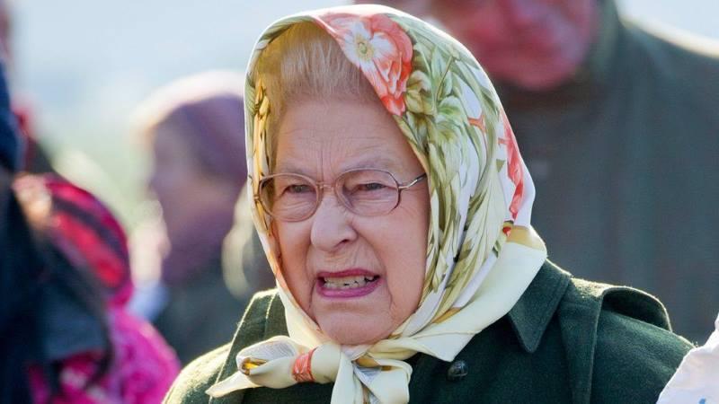 Name:  queen_headscarf_g_976.jpg Views: 78 Size:  40.8 KB
