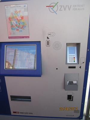 buying-tickets-coins-notes-z-rich-trams-img_2116.jpg